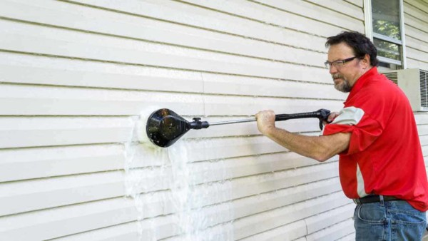 it's important to learn how to clean siding, so you don't do any damage