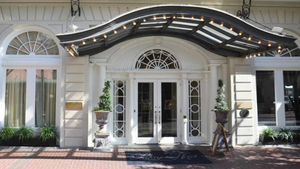 New Orleans hotel with amazing Frend doors