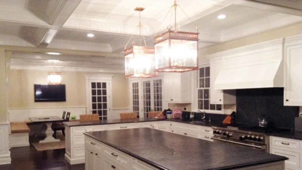 this kitchen combines 2 popular trends - copper & decorating with lanterns