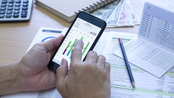 checking cash flow in preparation for submitting a mortgage application