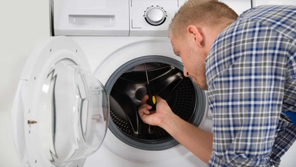 appliance repair professional identifying source of the washing machine problem that needs to be fixed